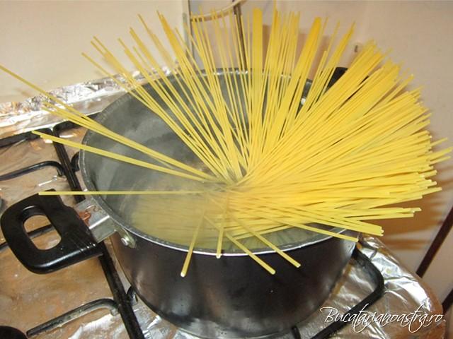 fierbere spaghete cu usturoi ulei