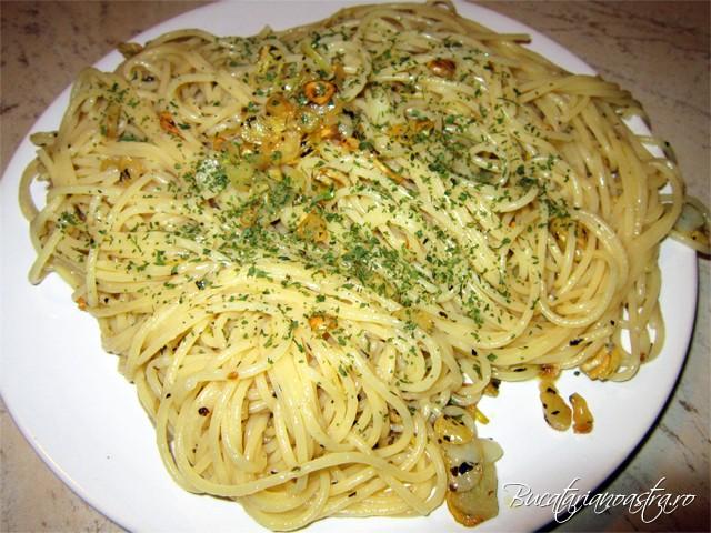 spaghetele cu usturoi si ulei sunt gata
