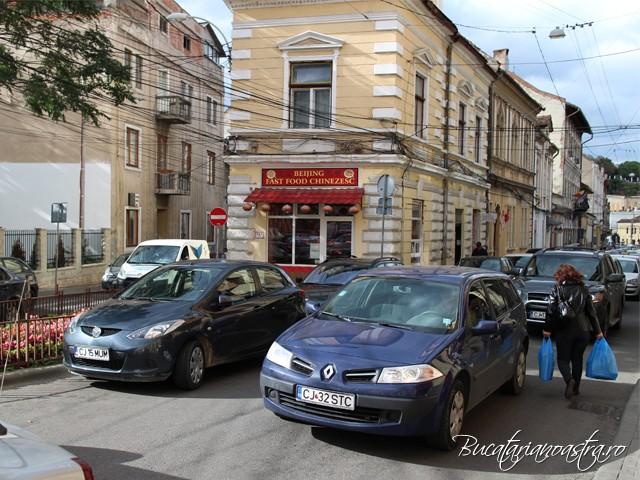 Fast Food Beijing, Cluj pozat din afara