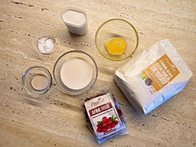 Ingrediente cozonac de post fără zahăr cu afine roșii - rețetă vegană